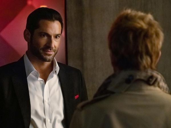 Tom Ellis como o personagem título de 'Lucifer'