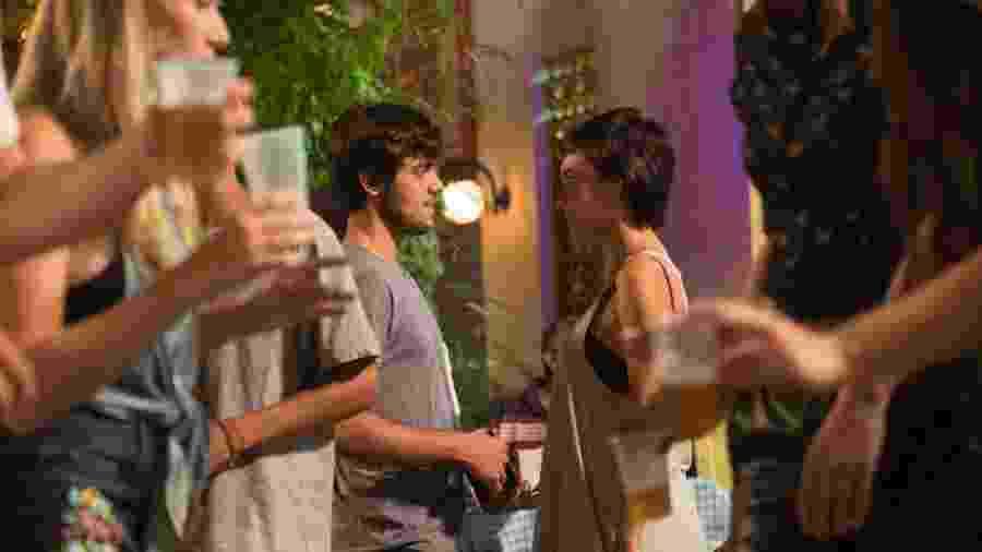 Eliza se surpreende ao ver Jonatas e Leila juntos - Globo/Renato Rocha Miranda