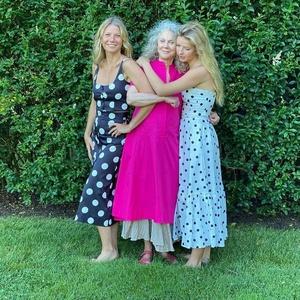 Gwyneth Paltrow com sua mãe, a atriz Bruthe Danner, e a filha