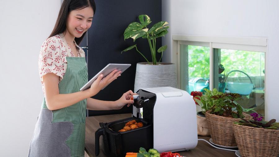 A Air Fryer é um dos itens tecnológicos que oferece praticidade na cozinha - Getty Images