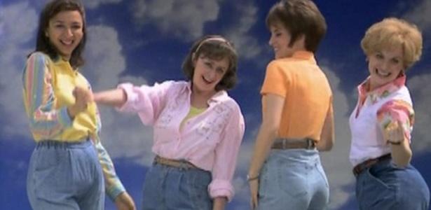 """Todo mundo já usou uma peça da qual se arrepende, tipo os jeans """"da mamãe"""" dos anos 90 - Divulgação"""