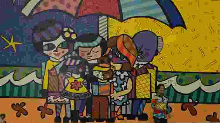 25.out.2015 - O artista Romero Britto participou na manhã deste domingo (25) da inauguração de seu maior painel que ficará exposto na Escola José Antonio Bortolozzo - Divulgação - Divulgação