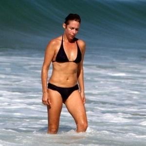c3c154c69bed Fotos: Famosas acima de 50 acertam no look de praia; inspire-se - 12 ...