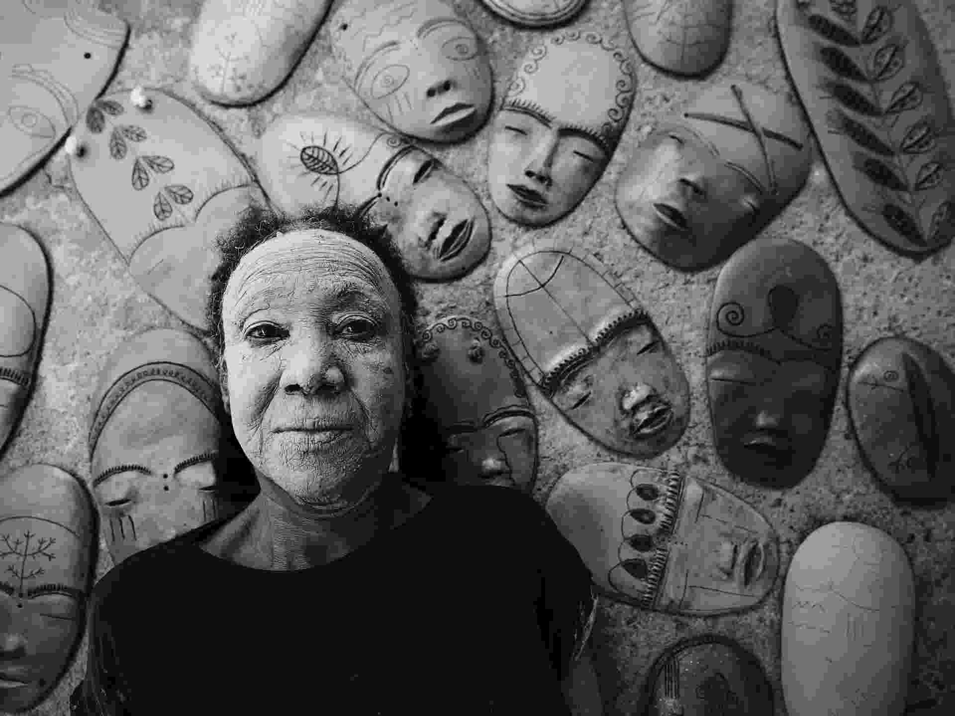 """13.nov.2015 - Fotografia de Maurício Nahas parte da exposição """"Do Pó da Terra"""" no Museu Afro, em São Paulo. Na foto, a artista Lira Marques - Maurício Nahas"""