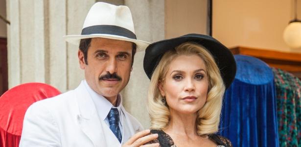 """Sandra e o canalha Ernesto (Flavia Alessandra e Eriberto Leão) em """"Êta Mundo Bom"""" - Sergio Zalis/Divulgação/TV Globo"""