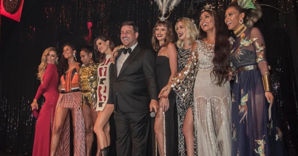 28.jan.2016 - Famosas como Grazi Massafera, Gloria Maria, Juliana Paes e Agatha Moreira exibem seus look no baile da Vogue, em São Paulo