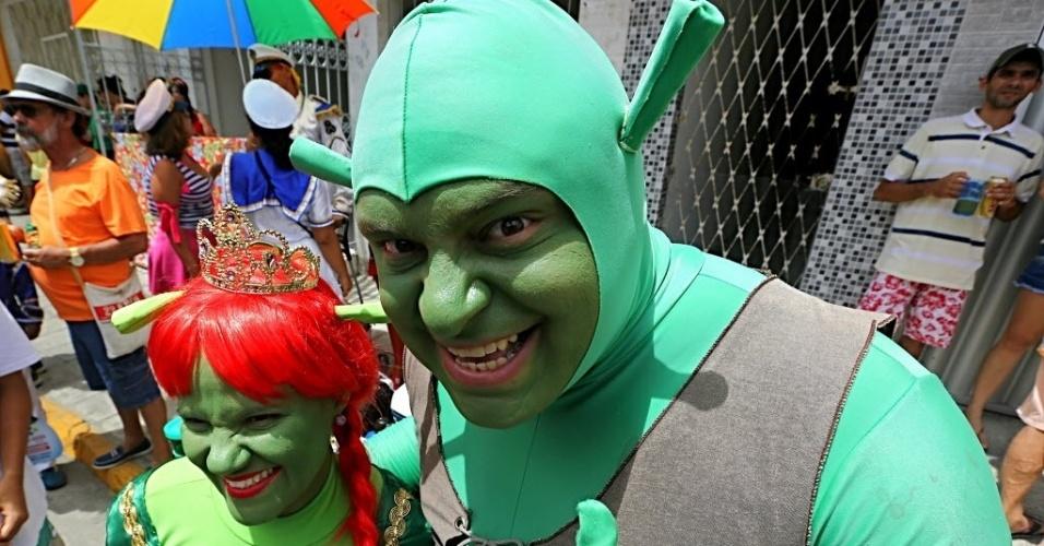 07.fev.2016 - O casal Shrek e Fiona curtem o Desfile dos Mascarados, em Bezerros (PE).