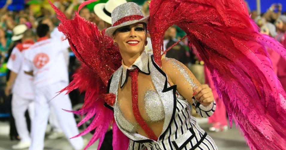 """8.fev.2016 - A rainha de bateria do Salgueiro Viviane Araújo caracterizada de acordo com o enredo """"A Ópera dos Malandros"""""""