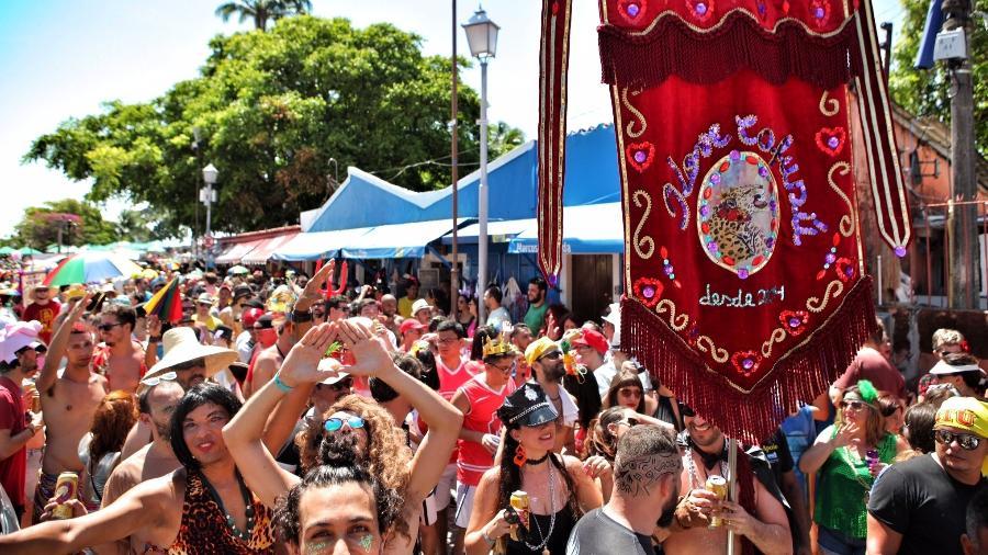 Dezenas de foliões nas ruas de Olinda durante o Carnaval de 2017 - Beto Figueiroa/UOL
