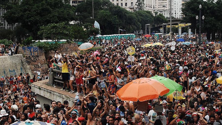 Público lota o Vale do Anhangabaú durante o Carnaval 2017 - Reinaldo Canato/UOL
