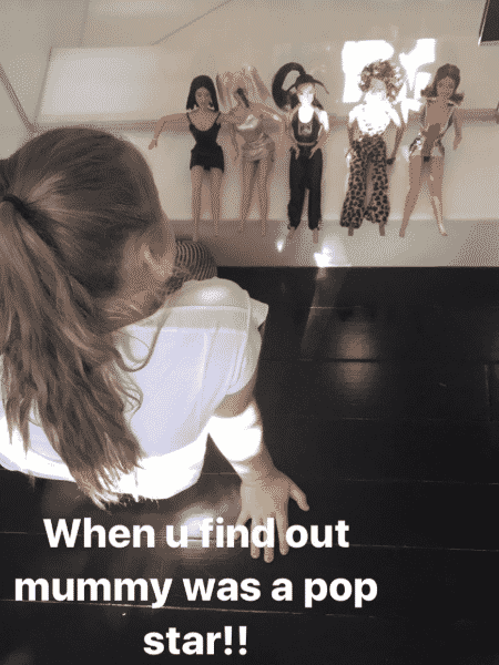 Harper, filha de Victoria Beckham, brinca com bonecas das Spice Girls - Reprodução/Instagram/victoriabeckham - Reprodução/Instagram/victoriabeckham