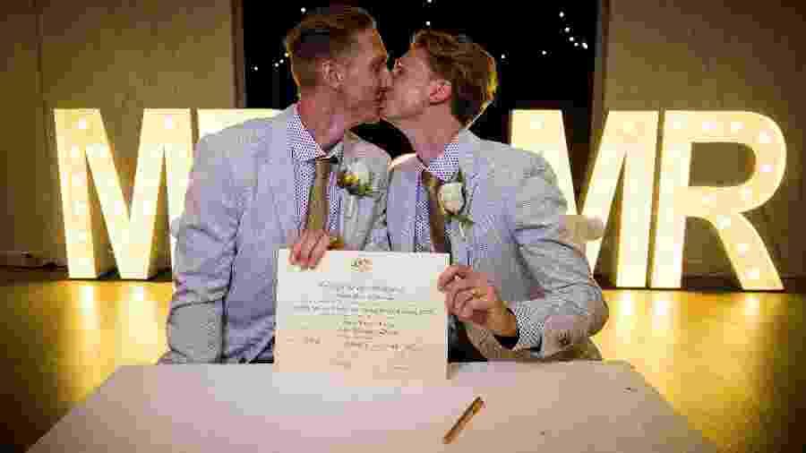 Craig Burns e  Luke Sullivan  se casam na Austrália - AFP