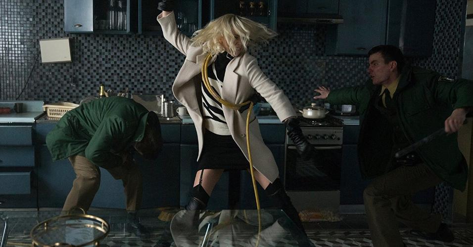"""Charlize Theron em cena de """"Atômica"""" (2017)"""
