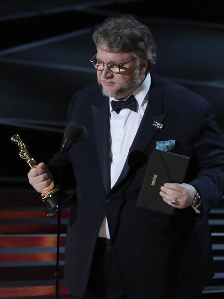 Guillermo del Toro recebe o Oscar de melhor diretor - REUTERS/Lucas Jackson