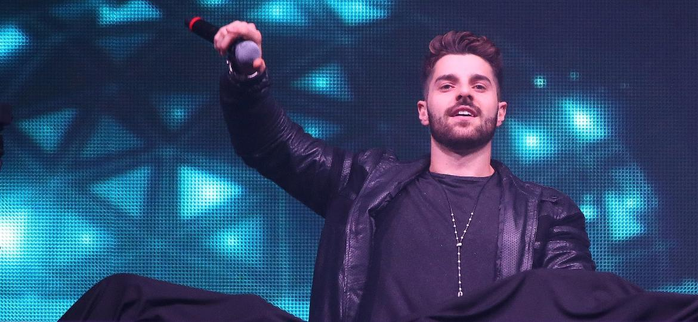 O DJ brasileiro Alok foi a principal atração do palco eletrônico nesta sexta - Ricardo Matsukawa/UOL
