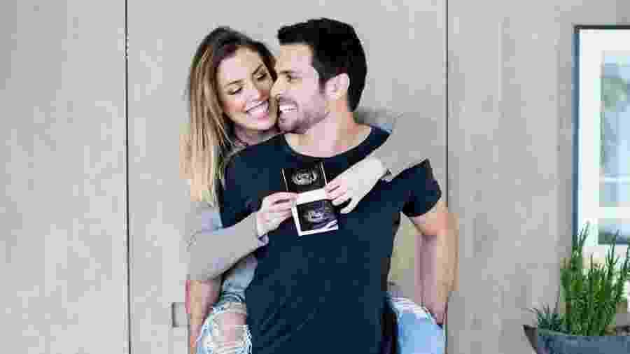 """Fabiana Justus e o marido, Bruno Levi D""""Ancona, comemoram gravidez de gêmeas - Reprodução/Instagram"""