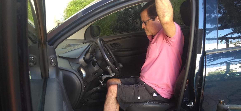 Engenheiro Múcio Pedros em seu carro PCD - Fernando Miragaya/Colaboração para o UOL