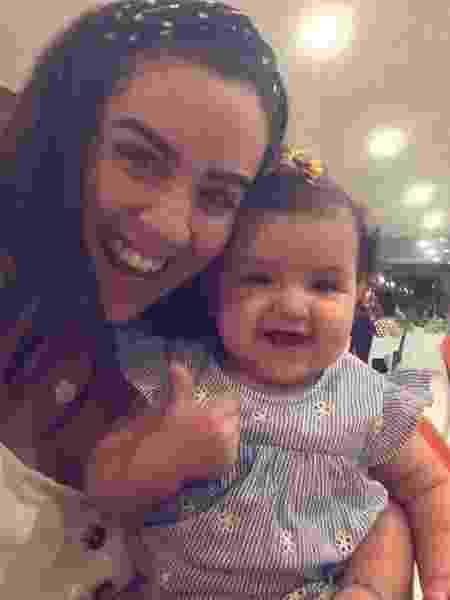 A arquiteta Mariana Lopes, 33, conta que decidiu cuidar da filha e não voltar ao emprego - Arquivo Pessoal - Arquivo Pessoal