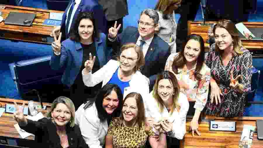 Senadoras comemoram aprovação da PEC na noite de hoje - Ascom Simone Tebet