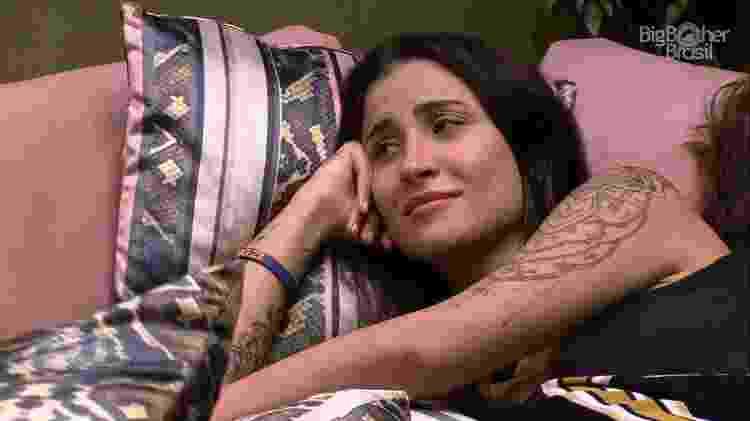 Bianca conversa com Mari Gonzalez na sala da sede - Reprodução/Globoplay