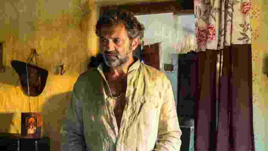 """Domingos Montagner em cena de """"Velho Chico""""; ator morreu antes do fim de novela - Globo/Estevam Avellar"""