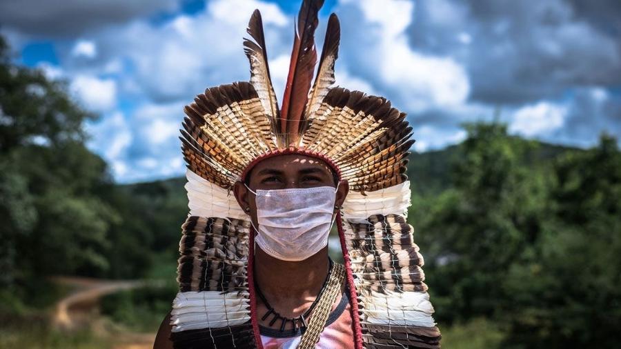 Morador da terra indígena Xakriabá, em São João das Missões (MG), que reúne cerca de 9 mil indígenas distribuídos em 38 aldeias - Edgar Kanaykõ Xakriabá Etnofotografia   antropologia