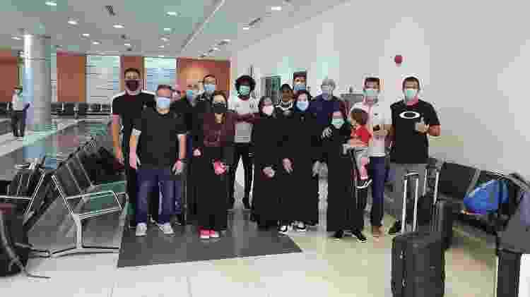 Brasileiros no aeroporto de Najram à espera do voo - Arquivo pessoal - Arquivo pessoal