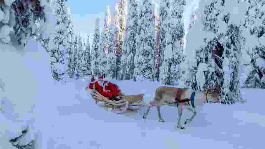 """Todos os anos, milhares de visitantes desfrutam de passeios de trenó e conhecem a """"verdadeira"""" casa do Papai Noel - Getty Images"""