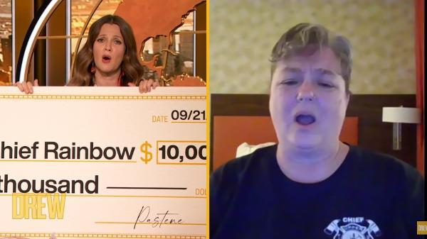 Drew Barrymore deu um cheque de US$ 10 mil para bombeira