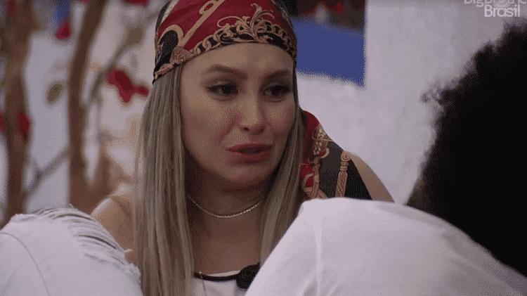BBB 21: Carla chora ao falar de Lumena para João - Reprodução/Globoplay - Reprodução/Globoplay