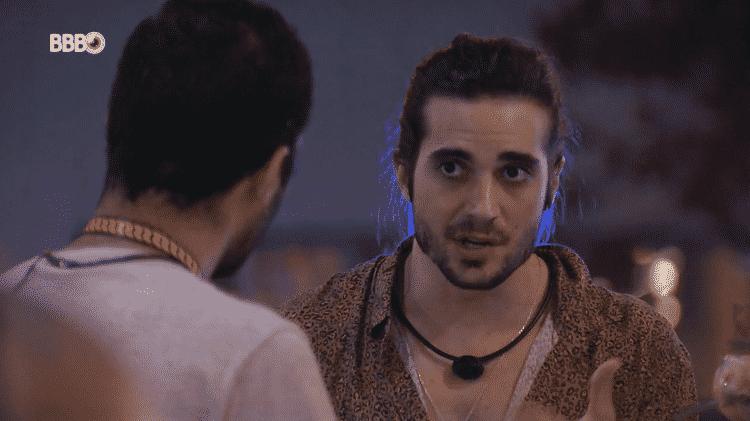 BBB 21: Fiuk conversa com Gil sobre Viih Tube na festa BBBotequim - Reprodução/Globoplay - Reprodução/Globoplay