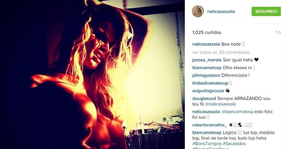 15.set.2015 - Na madrugada desta terça-feira, Natália Casassola chamou a atenção ao postar uma foto no Instagram em que aparece com os seios à mostra. Recentemente, a ex-BBB, que já estampou a capa da