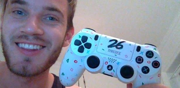 """""""Rei da internet"""" antes dos 30, PewDiePie ganhou da Sony um controle de PS4 exclusivo em seu último aniversário - Reprodução"""