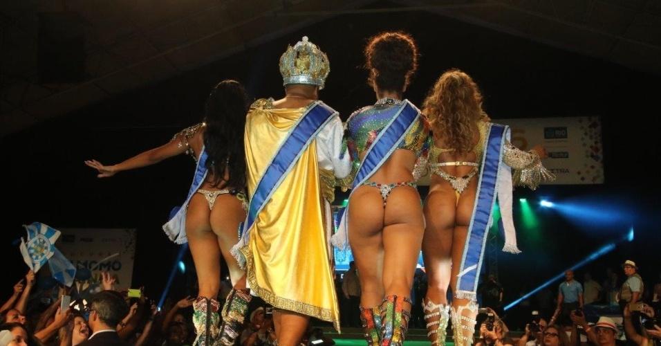 14.nov.2015 - Uilana Adães (Primeira Princesa), Wilson Dias (Rei Momo), Clara Paixão (Rainha) e Bianca Monteiro (Segunda Princesa)