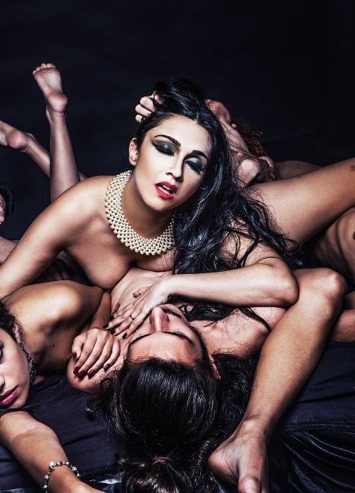 """A escritora Nalini Narayan, autora de """"Fêmea Alfa - Diário Real das Minhas Orgias"""""""