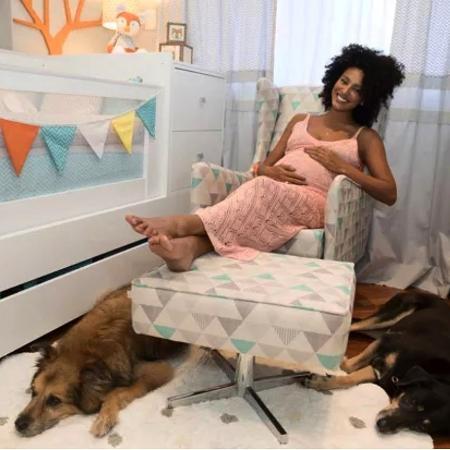 Sheron Menezzes com dois de seus quatro animais de estimação - Reprodução/Instagram