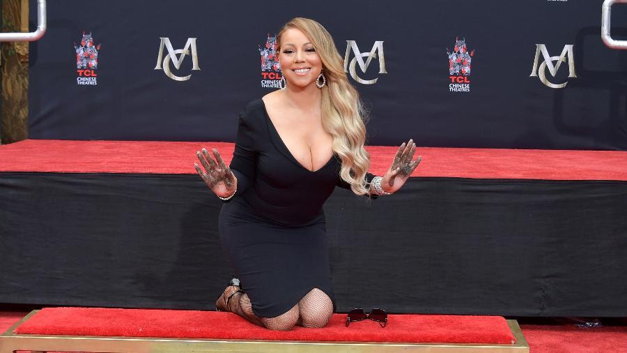 Mariah Carey grava suas mãos em cerimônia no Chinese Theatre, em Hollywood - Neilson Barnard/Getty Images