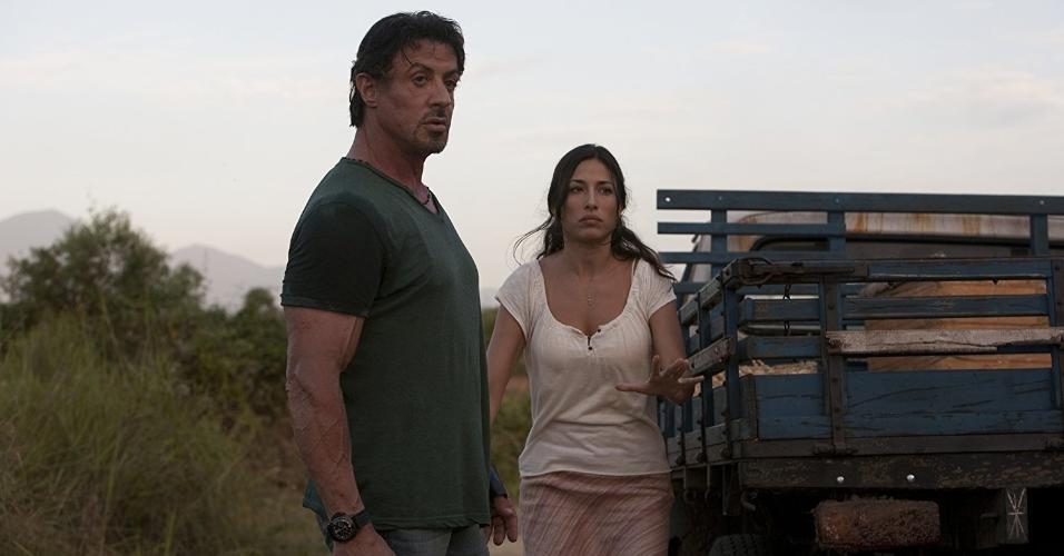"Sylvester Stallone e Giselle Itié em ""Os Mercenários"" (2010)"