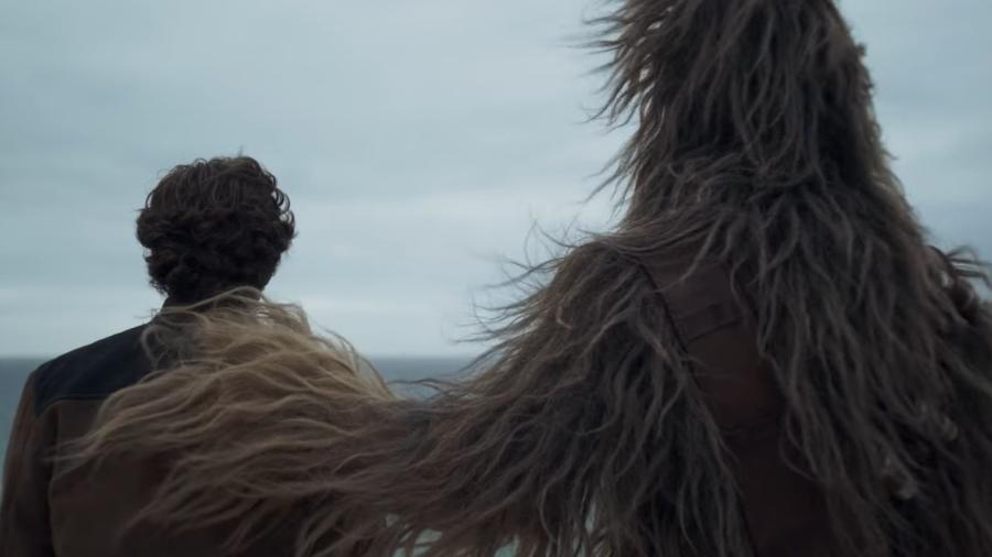 """Chewbacca abraça Han Solo em primeiro teaser do spin-off da saga """"Star Wars"""" - Divulgação"""