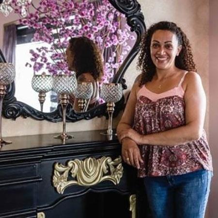 Desirée tornou-se confeiteira e ajuda usuários de crack no tratamento contra o vício - Gui Christ/BBC Brasil