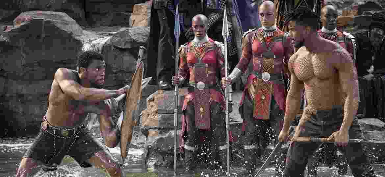 """Chadwick Boseman e Michael B. Jordan se enfrentam em cena de """"Pantera Negra"""" - Divulgação"""