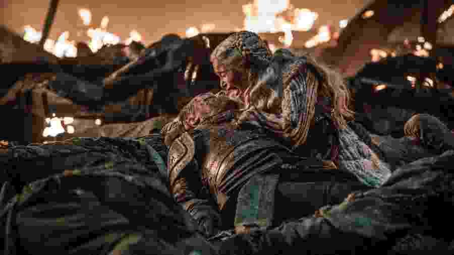"""Daenerys (Emilia Clarke) lamenta morte de Jorah (Iain Glen) na Batalha de Winterfell de """"Game of Thrones"""" - Divulgação"""