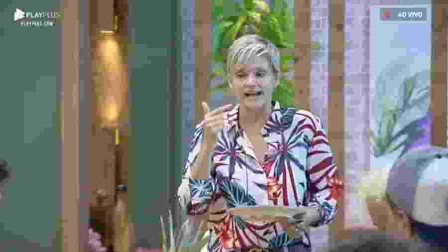 Andréa Nóbrega reclama e diz que esconderam sua roupa de banho - Reprodução/Playplus
