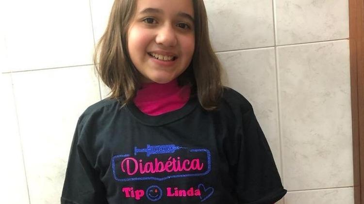 Caroline faz tratamento com insulina e precisa checar sua glicemia diariamente - Arquivo pessoal