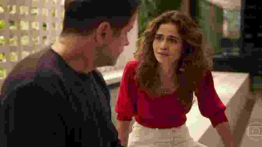 """Em """"Amor de Mãe"""", novela da TV Globo, Raul (Murilo Benício) conta a Érica (Nanda Costa) que é o pai biológico de Sandro (Humberto Carrão)  - Reprodução/TV Globo"""