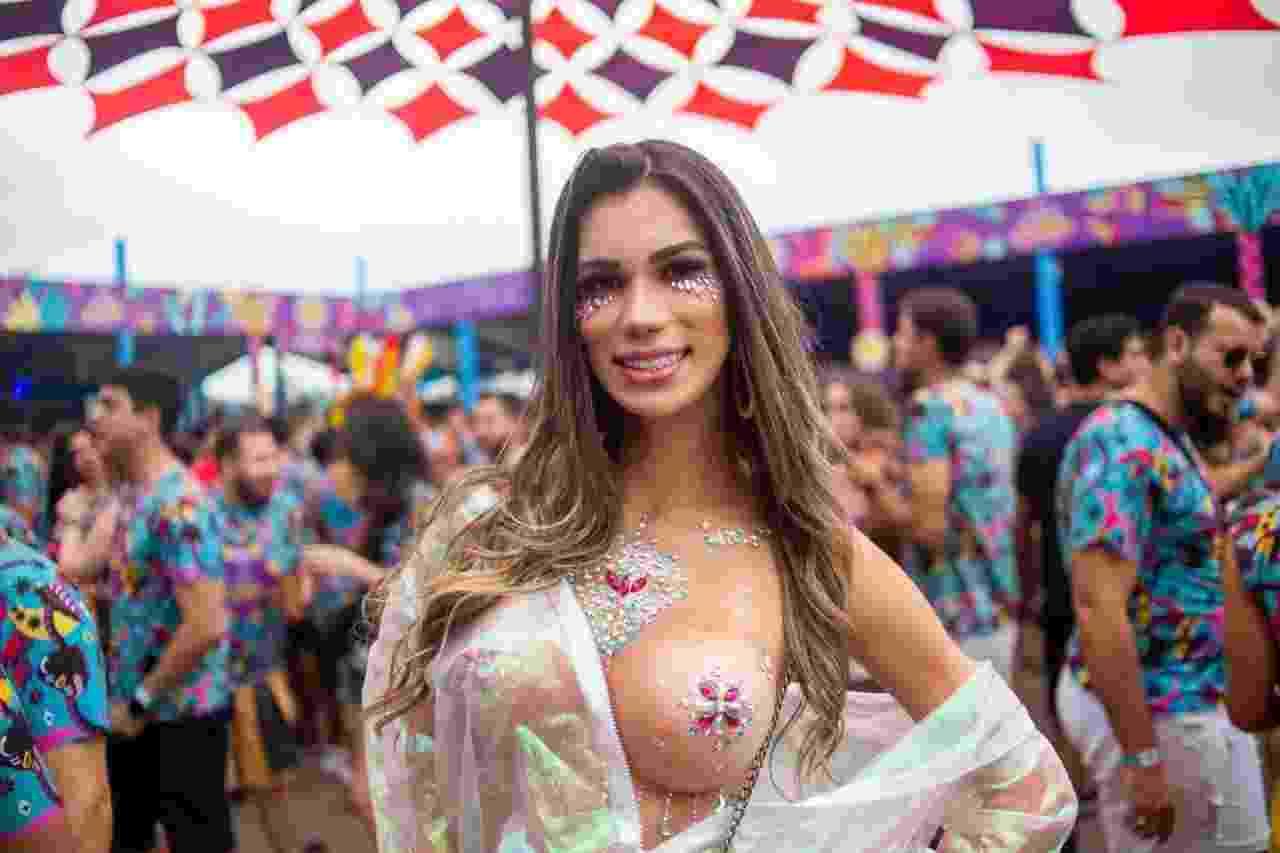 Foliona usa tapa-mamilo no Carnaval na Cidade, em SP - Edson Lopes Jr./UOL