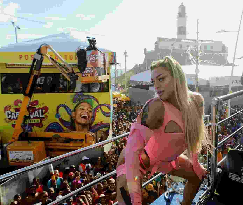 Pabllo Vittar arrasta foliões em Salvador - Dilson Silva/AgNews