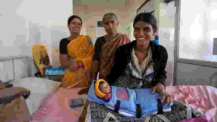Bebê usa incubadora portátil Embrace, projeto criado por estudantes da Universidade de Stanford - Sudhanva Atri/Divulgação - Sudhanva Atri/Divulgação