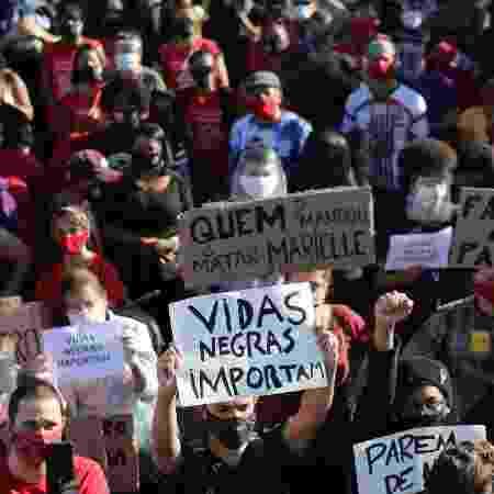 Manifestação contra racismo no Largo da Batata, em São Paulo - Daniel Teixeira - 7.jun.2020/Estadão Conteúdo
