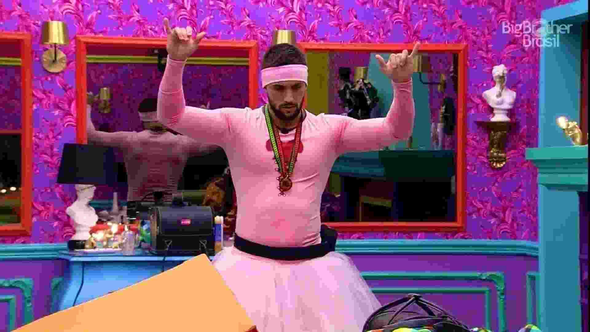 BBB 21: Arthur se veste de bailarina em castigo do monstro - Reprodução/Globoplay